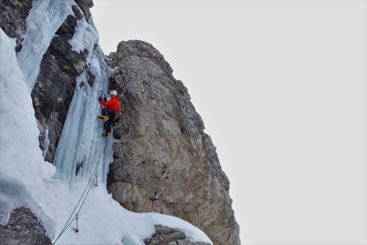840 metros, M6+, AI5. Apus, apertura dolomítica para Álvaro Lafuente y Mirco Grasso
